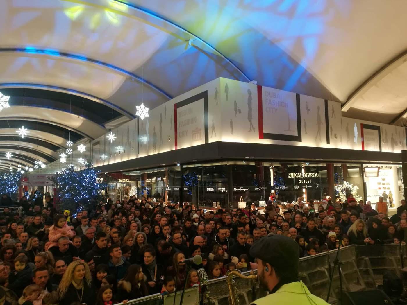 Ξεσήκωσε τους Λαρισαίους ο Τόνι Σφήνος στο Fashion City Outlet (φωτό - video)
