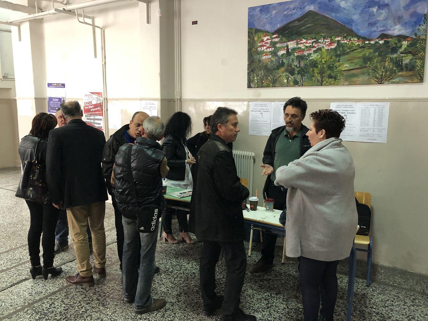 Ικανοποιητική η συμμετοχή στις εκλογές δασκάλων και καθηγητών στη Λάρισα - Δείτε φωτογραφίες