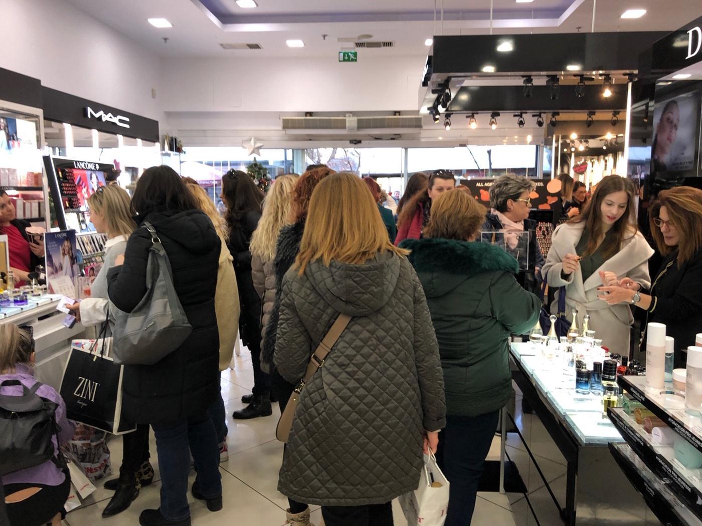 Τελικά η Black Friday στη Λάρισα ήταν μόνον για... γυναίκες; (φωτό)
