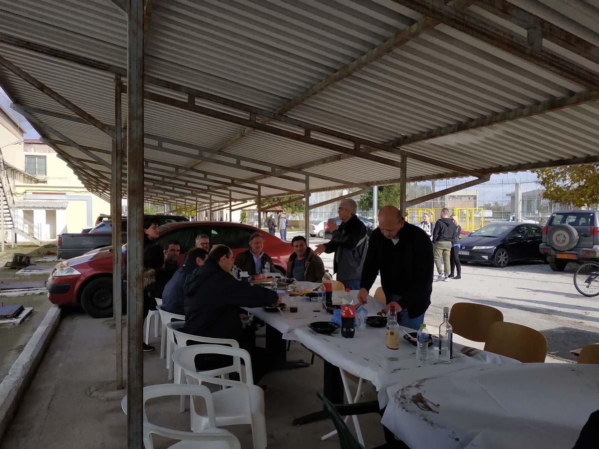Εκλογές για τους Σωφρονιστικούς Υπαλλήλους στη Λάρισα που παράλληλα με την κάλπη το …τσίκνισαν κιόλας (φωτο)