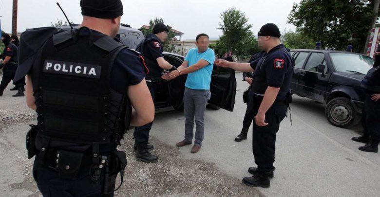 """Καταγγελία για κηδεία Κατσίφα: Έμειναν στα σύνορα με Αλβανία πέντε Λαρισαίοι - """"Μας κοίταξαν στο πρόσωπο και μας έκοψαν..."""""""