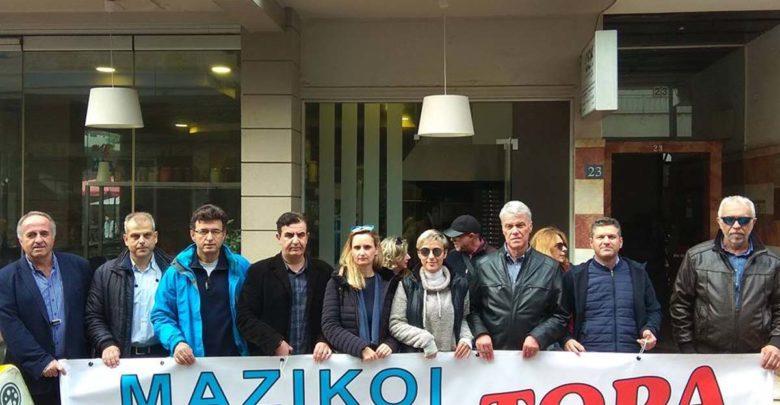 Με αίτημα τους μαζικούς διορισμούς μόνιμων εκπαιδευτικών διαμαρτυρήθηκαν σήμερα οι Λαρισαίοι δάσκαλοι