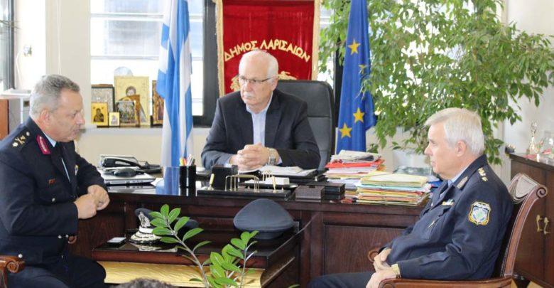 Αναμεταδότη ασύρματων επικοινωνιών προσέφερε ο Δήμος Λαρισαίων στην ΕΛΑΣ