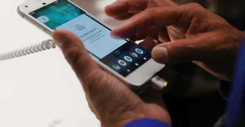 Πέφτουν οι πωλήσεις σε κινητά και tablets