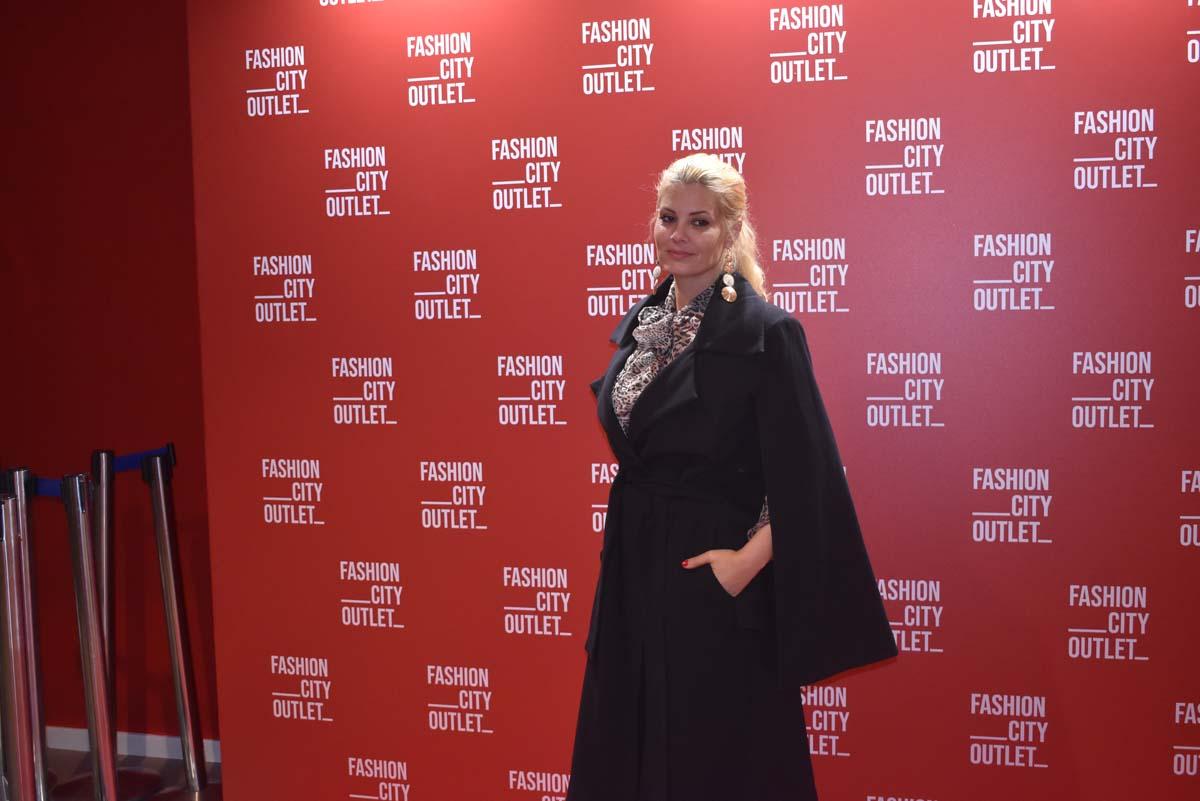 Ενθουσιασμένοι Φαίη Σκορδά, Μαρία Κορινθίου και Δημήτρης Αλεξάνδρου από το FashionCityOutlet στη Λάρισα – Δείτε δηλώσεις (βίντεο)