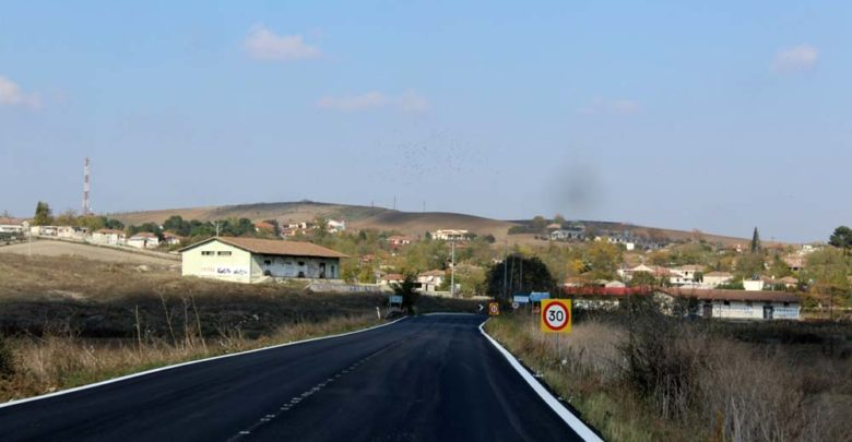 Ασφαλτοστρώσεις και διαγραμμίσεις στους δρόμους Λάρισας - Φαρσάλων και Φαρσάλων - Βόλου