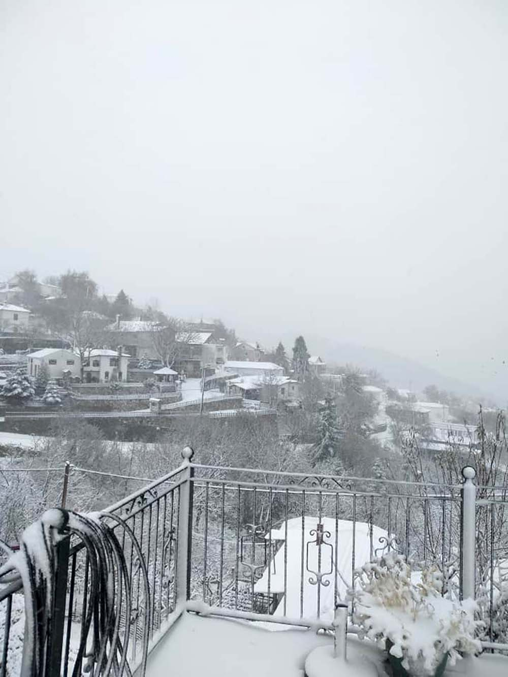 Θυμίζει... Άλπεις σήμερα η χιονισμένη Σπηλιά στον Κίσσαβο - Δείτε βίντεο και φωτογραφίες