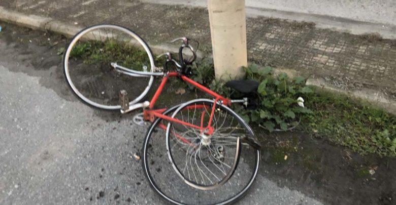 Σοβαρό τροχαίο στη Λάρισα μετά από την παράσυρση ποδηλάτη από αυτοκίνητο (φωτο)
