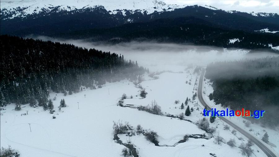 Φανταστικές πανοραμικές εικόνες με drone από το χιονισμένο μοναδικό τοπίο στα Περτουλιώτικα λιβάδια