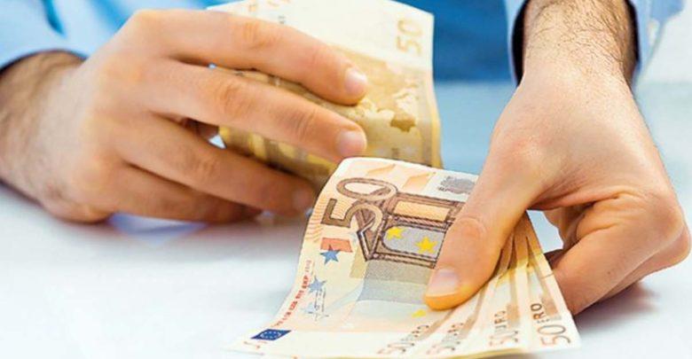 Τεράστια ανατροπή με τα μετρητά στις καθημερινές αγορές – Δείτε το νέο όριο