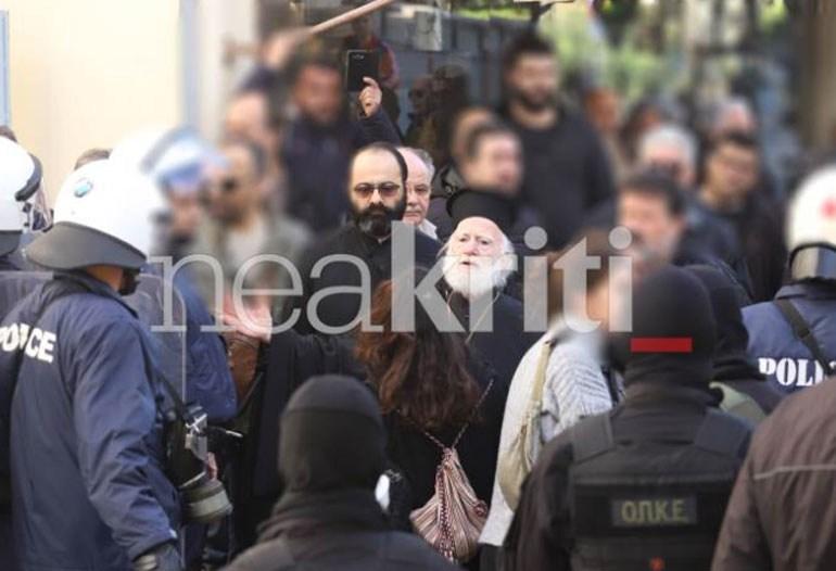 Κρήτη: Επεισόδια στο μνημόσυνο Κατσίφα στο Ηράκλειο - Προπηλάκισαν τον αρχιεπίσκοπο