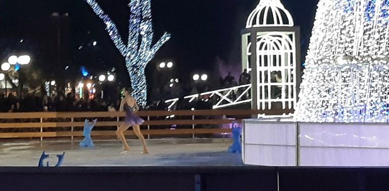 Λάρισα: Μαγικές εικόνες από το παγοδρόμιο στο Πάρκο των Ευχών