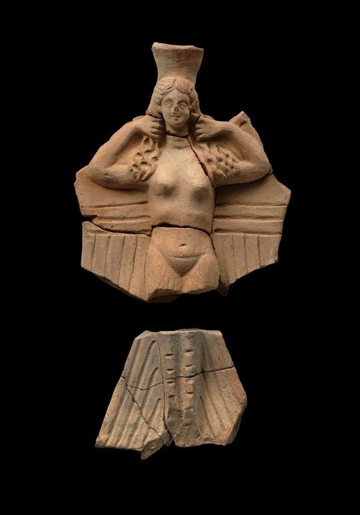 Πήλινο τελετουργικό σκεύος σε μορφή ειδωλίου Σειρήνας. Άπτερα, 2ος − 1ος αι. π.Χ.