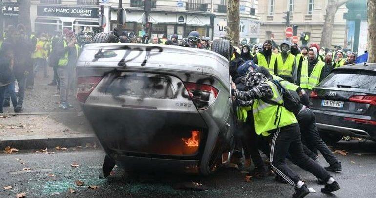 Γαλλία: Έπειτα από μια ημέρα χάους, η κυβέρνηση αναζητεί μια απάντηση