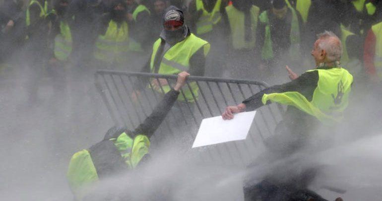 «Kίτρινα γιλέκα»: 378 άτομα τέθηκαν υπό προσωρινή κράτηση - 133 τραυματίες