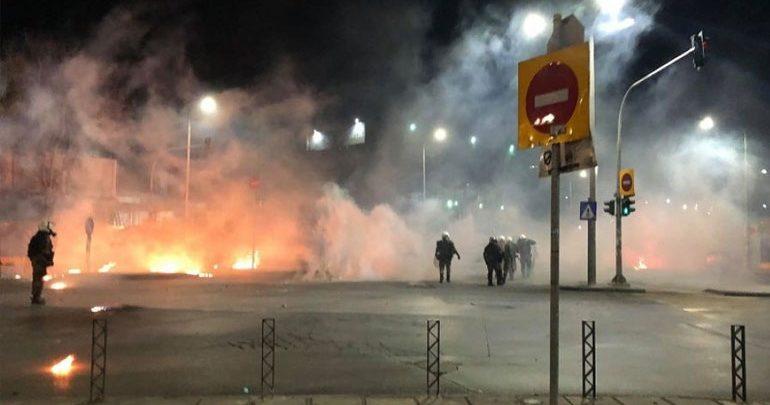 Θεσσαλονίκη: Νέος γύρος επεισοδίων - Ρίψεις μολότοφ έξω από το ΑΠΘ