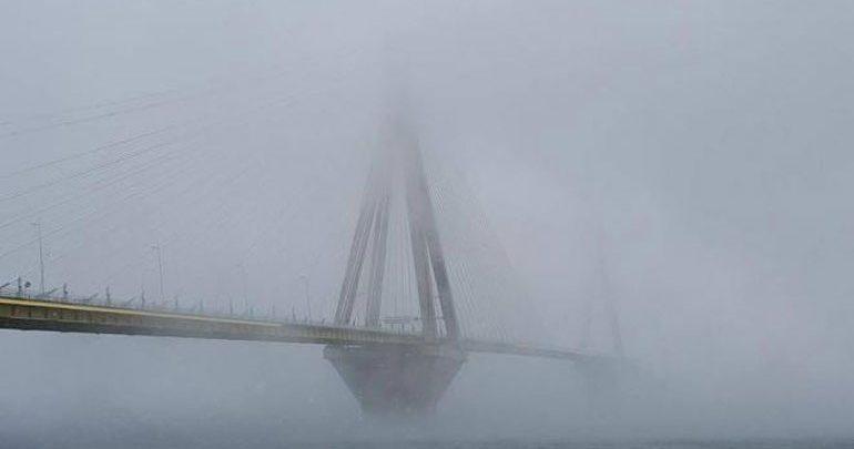 ΤΩΡΑ: Άνδρας απειλεί να αυτοκτονήσει από τη Γέφυρα Ρίου Αντιρρίου