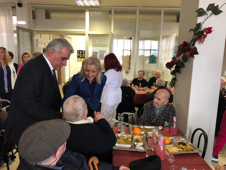 Το Γηροκομείο Λάρισας επισκέφτηκε η Καραλαριώτου