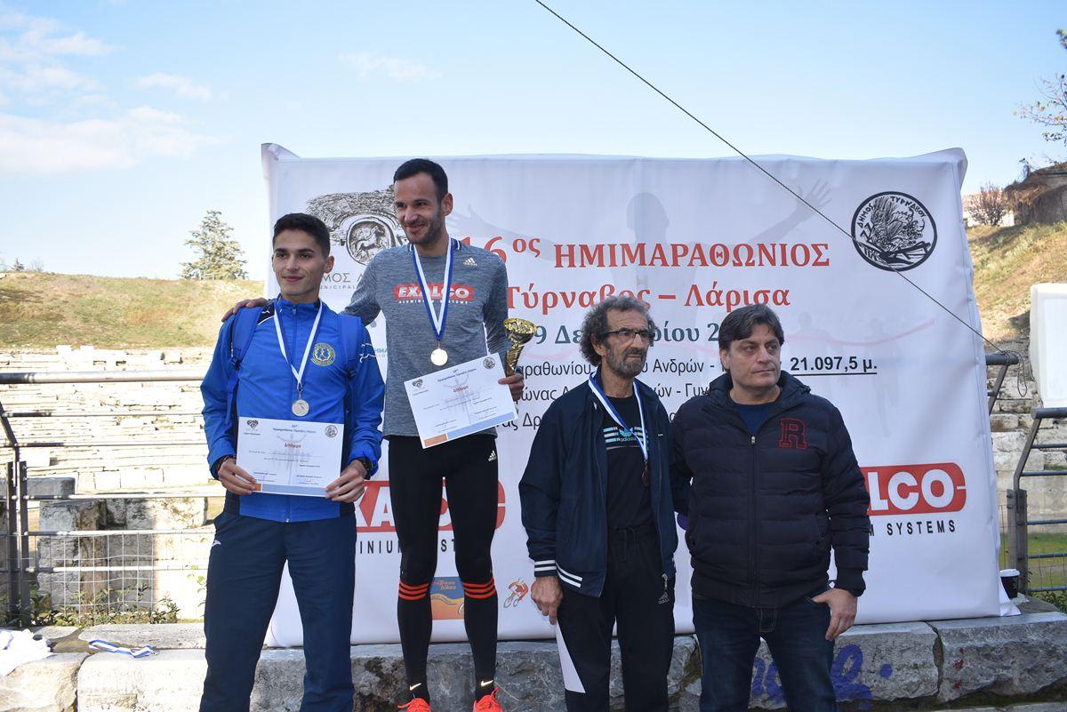 Πρωτιά με ρεκόρ σήμερα στη Λάρισα στον 16ο Ημιμαραθώνιο «Τύρναβος-Λάρισα» για τον Τυρναβίτη Νίκο Τσικούρα (φωτο)