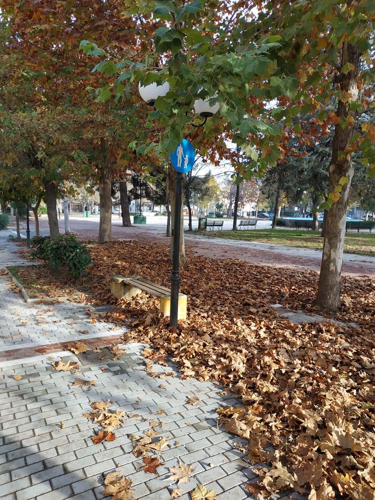 Πανέμορφη πλατεία στη Λάρισα παρατημένη στο έλεος του Θεού… (φωτο)