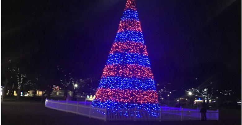 Άναμμα Χριστουγεννιάτικου δέντρου στη συνοικία του Αγ.Θωμά