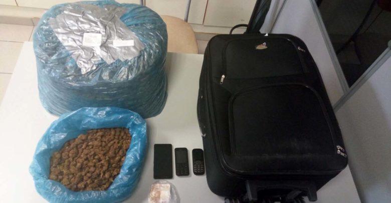 Τον έπιασαν στο ΚΤΕΛ Λάρισας με 8 κιλά χασίς στη βαλίτσα του! (φωτό)