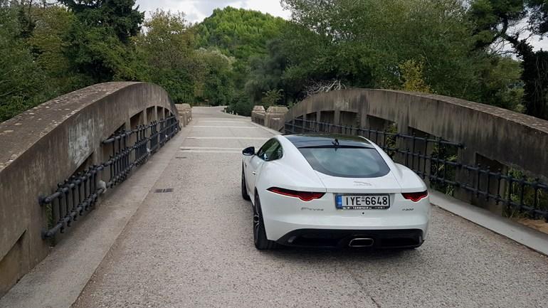 Με το βρετανικό σπορ αυτοκίνητο της Jaguar - Τζώρτζης ταξιδέψαμε μέχρι την Αρχαία Ολυμπία για να απολαύσουμε το μέρος που ξεκίνησαν οι Ολυμπιακοί αγώνες...