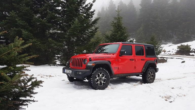 Με το τελευταίας γενιάς Jeep Wrangler Rubicon βρήκαμε δρόμους που δεν υπήρχαν ή είχαν καλυφτεί από το χιόνι...