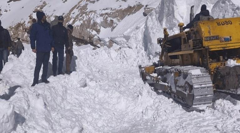 Κασμίρ: Τουλάχιστον πέντε νεκροί από χιονοστιβάδα
