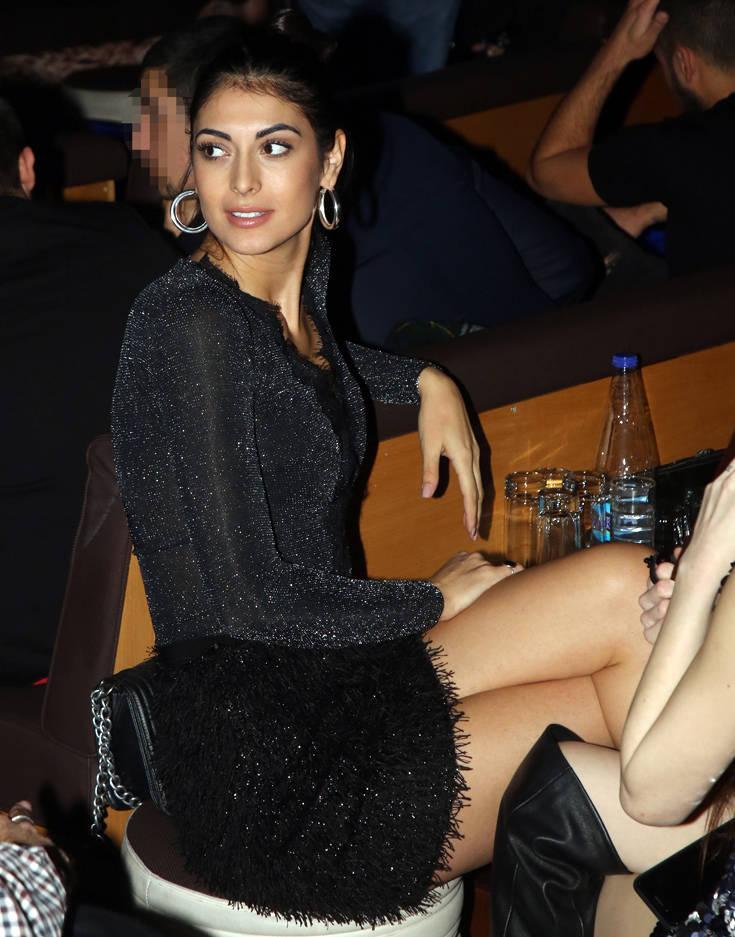 Η σέξι εμφάνιση της Εύης Ιωαννίδου στα μπουζούκια