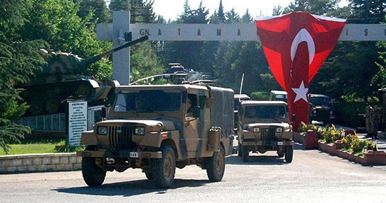 Τουρκία: Νέα φάλαγγα στρατιωτικών οχημάτων έφτασε στα σύνορα με την Συρία