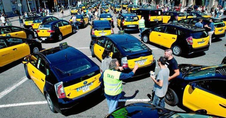 Κυκλοφοριακό χάος στο κέντρο της Βαρκελώνης από την απεργία των οδηγών ταξί