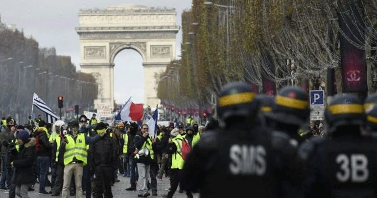 Tα «Kίτρινα Γιλέκα» συγκεντρώνονται στο Παρίσι για δέκατο σαββατοκύριακο διαδηλώσεων