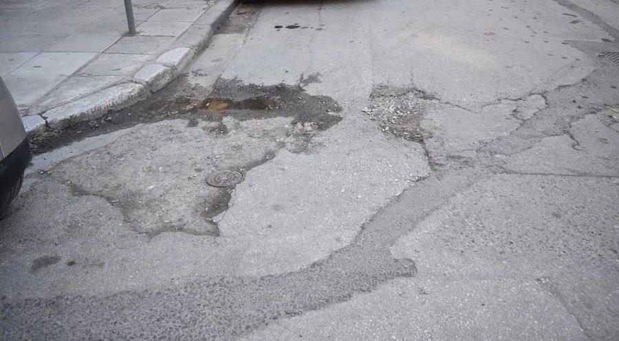 Τόσο κοντά στο κέντρο κι όμως τόσο μακρυά - Δρόμοι και πεζοδρόμια ντροπής στη Λάρισα (φωτορεπορτάζ)