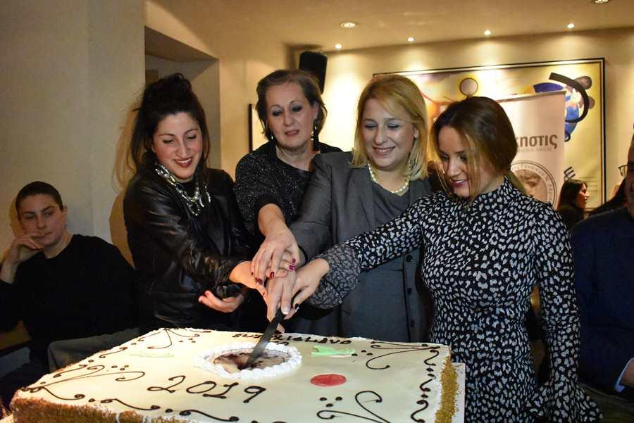 Το αδιαχώρητο στην κοπή της Πρωτοχρονιάτικης πίτας του Συλλόγου Γυναικών Λάρισας «Άλκηστις» (φωτο)