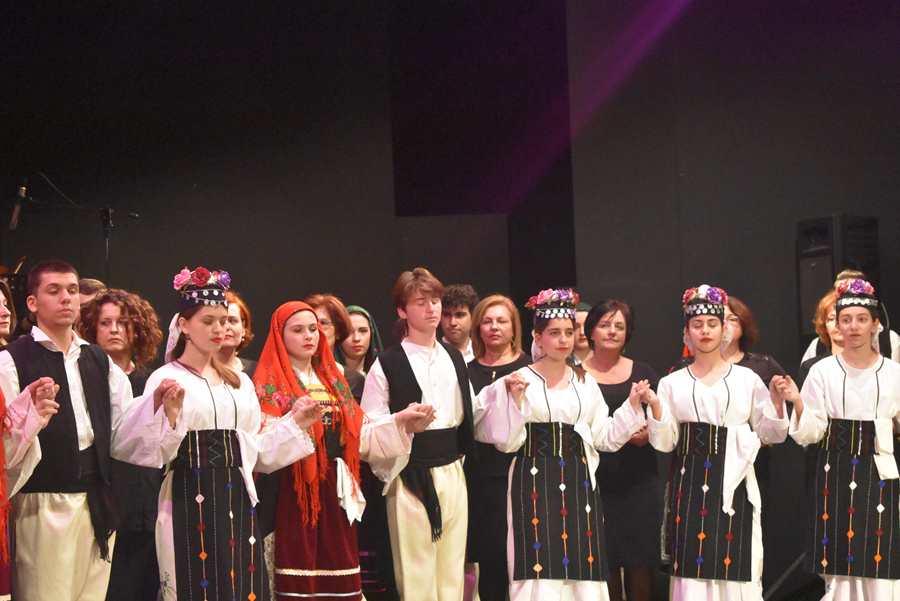 Κέρδισε το χειροκρότημα η παράσταση παραδοσιακής μουσικής και χορού από το Μουσικό Σχολείο Λάρισας (φωτο-βίντεο)