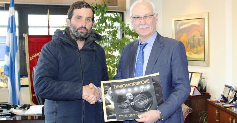 Τον δήμαρχο Λαρισαίων επισκέφθηκε ο πρόεδρος του Συλλόγου Φίλων Μουσικής Εννιο Μορρικόνε