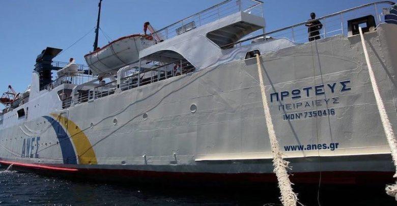 Δεμένα τα πλοία στο λιμάνι του Βόλου λόγω ισχυρών ανέμων