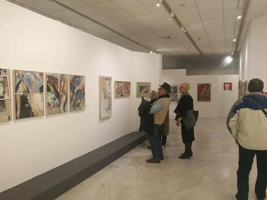 Ξενάγηση στην έκθεση του Ανδρέα Γιαννούτσου «επίμονες χartινες κυρίες» πραγματοποιήθηκε στην Δημοτική Πινακοθήκη Λάρισας (φωτο)
