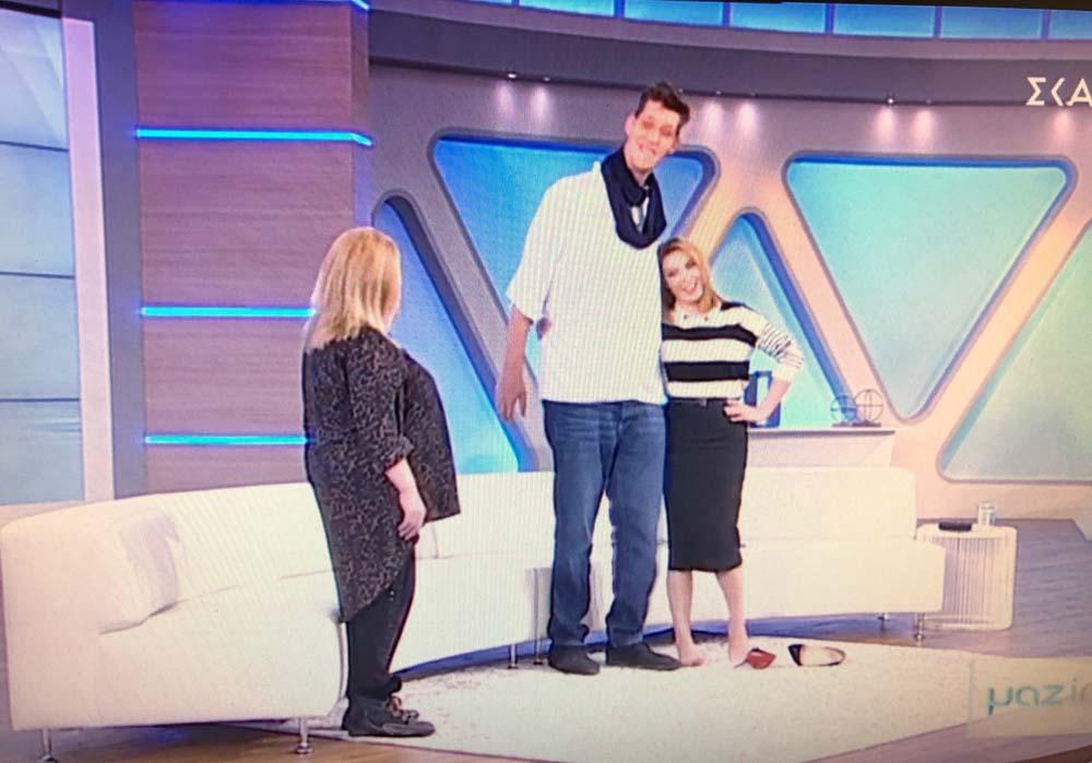 Ο πιο ψηλός Έλληνας είναι Λαρισαίος και σήμερα εργάζεται ως μοντέλο - Το... δέος της Τατιάνας Στεφανίδου (video)