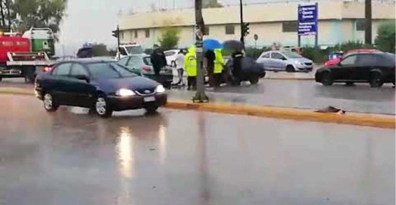 Καραμπόλα τεσσάρων οχημάτων έξω από τη Λάρισα