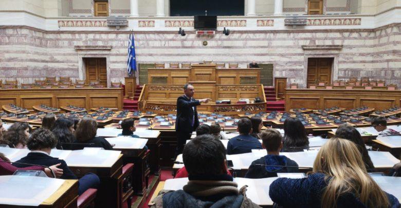 Με μαθητές του 4ου Δημοτικού Σχολείου ο Κέλλας στη Βουλή