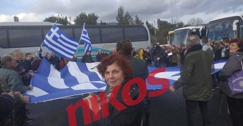 Πλήθος κόσμου στα διόδια των Αφιδνών με προορισμό το συλλαλητήριο για τη Μακεδονία - ΦΩΤΟ
