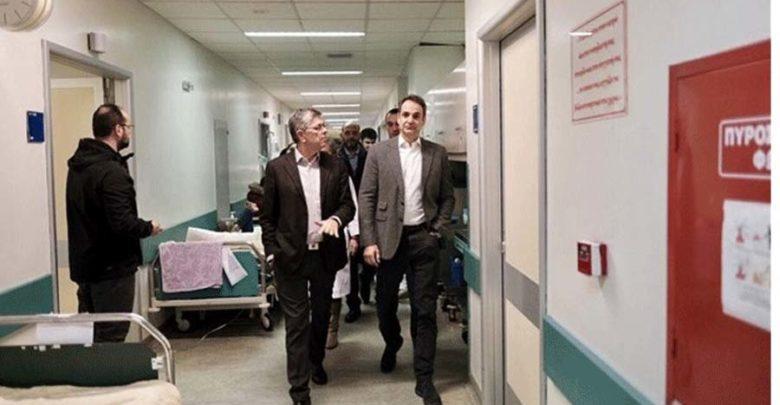 Aιφνιδιαστική επίσκεψη Μητσοτάκη στο Αττικό Νοσοκομείο
