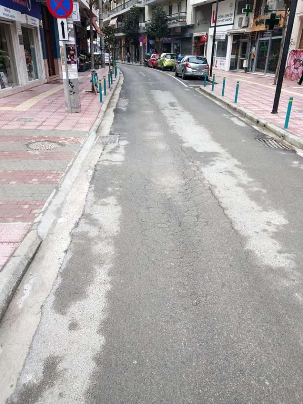 Βατερλό στο κέντρο της Λάρισας: Δεν πρόλαβαν να παραδώσουν στην κυκλοφορία δρόμο, υπέστη καθίζηση! (φωτό)