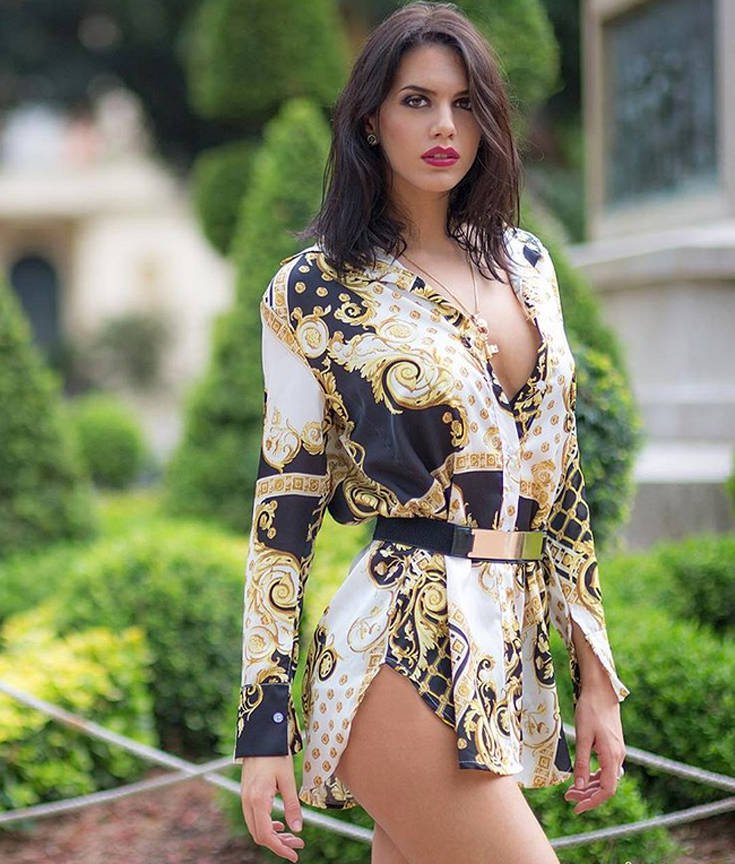 Η Antonella Fiordelisi είναι η φλογερή «γειτόνισσα»