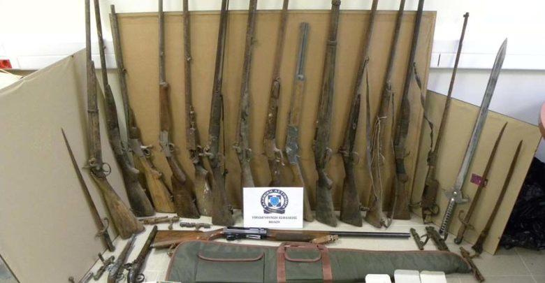 53χρονος στο Βόλο είχε πλήθος όπλων και φυσιγγιών (φωτο)
