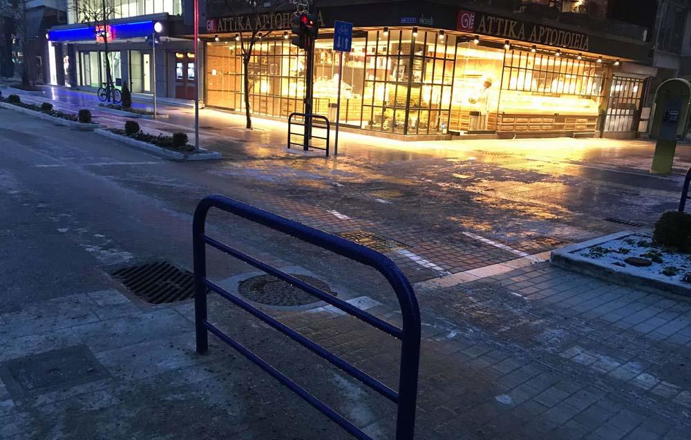 """""""Παγοδρόμιο"""" πεζοδρόμια στη Λάρισα το πρωί της Πέμπτης - Πολλές οι κλήσεις στο ΕΚΑΒ"""