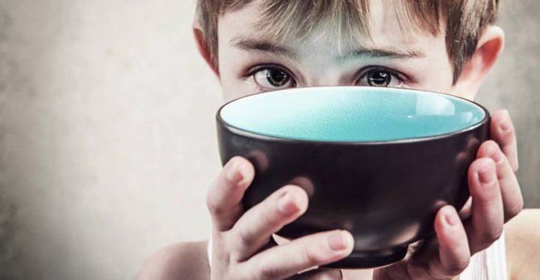 Άφησαν το παιδί τους να πεθάνει από την πείνα για τιμωρία
