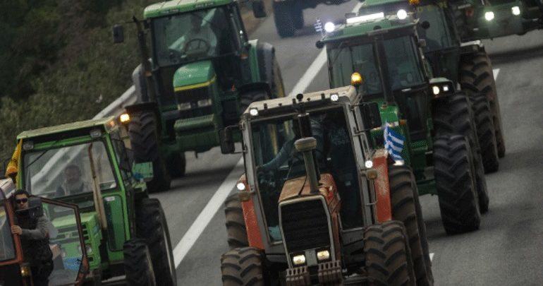 Αγρότες της δυτικής Αχαΐας απέκλεισαν τη νέα εθνική οδό Πατρών - Πύργου